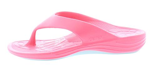 Aetrex dames Lynco Flips zijn speciaal ontwikkeld om u te voorzien van een goede steun en houding, daar waar een normale slipper ophoudt en aan te bevelen voor het verlichten van hielspoor klachten. De slippers zijn uitgerust met een ingebouwde anti-pronatie blok, dat ervoor zorgt dat u niet met de enkels naar binnen knikt, dat namelijk pijn kan veroorzaken in de enkels, knieën, heupen en onderrug. De Lynco Aetrex slippers zijn ook voorzien van een goede afwikkeling en een ingebouwde anatomisch gevormde voetbed, dit allemaal gemaakt van een hoogwaardige kwaliteit poro rubber-mix dat heerlijk zacht aan uw voeten zit wegens een maximale dempingsgevoel. Uiterst geschikt als badslipper, op de camping, op het strand of gewoon bij het doen van uw boodschappen. Geschikt voor de normale tot iets bredere voet, met een hakhoogte van 24 mm.